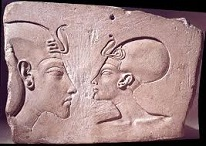 Egyptian Pharaoh Akhenaten (-1384 to -1334) and Queen Nefertiti (-1370 to -1330)