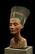 Bust of Egyptian Queen Nefertiti (-1370 to -1330)